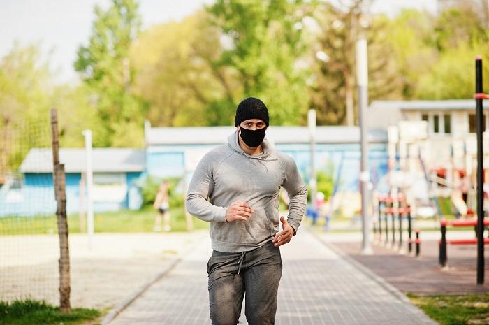 Decathlon pone a la venta una nueva línea de mascarillas reciclables para deportistas