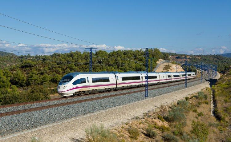 El ferrocarril supera al avión en el mes de noviembre