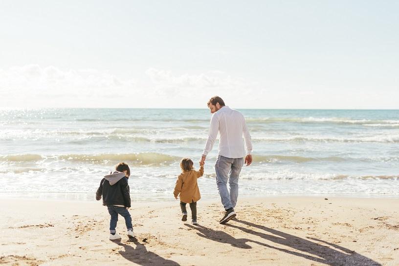 Los niños de hasta 14 años podrán salir a pasear, siempre acompañados