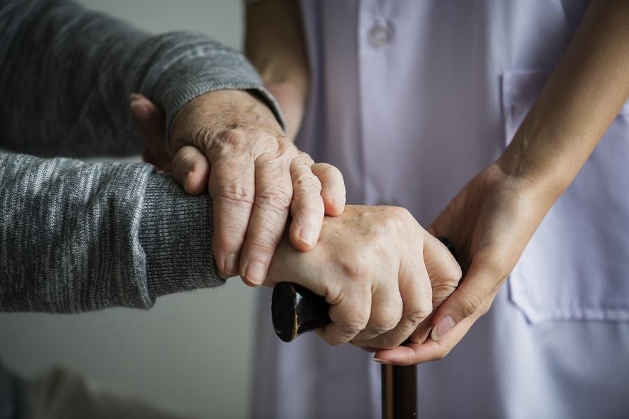 La Sociedad Española de Geriatría expone un plan a la Comunidad de Madrid para coordinar los geriátricos con los hospitales